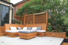 Paved terrace and cedar furniture. Parterre made of slabs paved Transpavé Europa classic. Backyard Bar, Backyard Seating, Backyard Patio Designs, Outdoor Seating, Outdoor Spaces, Outdoor Living, Outdoor Decor, Timber Screens, Outdoor Screens