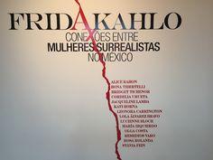 """A equipe do Ideias conferiu a exposição """"Frida Kahlo – conexões entre mulheres surrealistas no México"""", sobre a pintora mexicana Frida Kahlo, que acontece no Instituto Tomie Ohtake, em Pinheiros, São Paulo. A mostra disponibiliza ao público 33 obras da artista: 20 telas, entre elas seis de seus autorretratos, e 13 em papel – nove desenhos, duas colagens e duas litografias."""