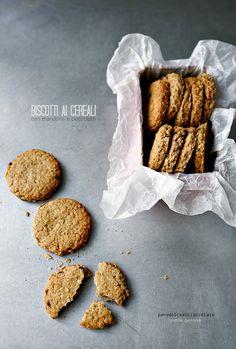 Biscotti ai cereali con mandorle e cioccolato