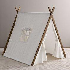 tipi interieur, toile blanche, ouverture pour une fenêtre, un joli complément à la chambre enfant fille