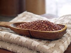 Quinoa is a versatile, gluten-free, quick-cooking grain that can replace rice and pasta in many of your favorite fall and winter dishes. Give these healthy quinoa recipes a taste. Healthy Eating Tips, Healthy Cooking, Healthy Foods, Healthy Recipes, Healthy Nutrition, Fall Recipes, Diet Recipes, Clean Eating, Plats Quinoa