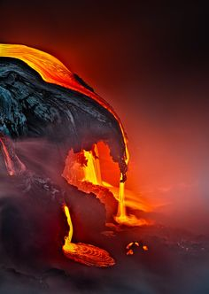 Elements ❧ Fire ❧ Samuel Feron: Lava entering into the ocean, Kilauea volcano, Hawaii Hawaii Volcan Eruption, Art Café, Foto Nature, Dame Nature, Lava Flow, Science And Nature, Amazing Nature, Belle Photo, Mother Earth