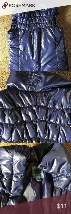 Small blue IZOD puffer vest A small dark blue IZOD puffer vest. Unisex-wearing but Mens Clothing Izod Jackets & Coats Puffers