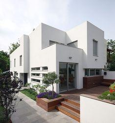 House L by Amitzi Architects
