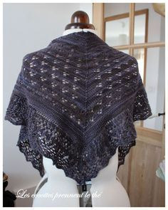 First lace shawl - The cocottes take tea - Knitting 02 Knitted Poncho, Knitted Shawls, Crochet Scarves, Crochet Hooks, Knit Crochet, Crochet Shawls And Wraps, Couture, Crochet Patterns, Dress Up