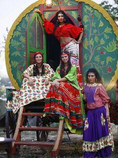 "gypsy shoes   Alma Cigana perfuma o lugar por onde passa..."""