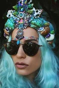 Check out these gorgeous mermaid crowns by Aussie artist Chelsea Shiels! They're made out of seashells, jewels, lace -- all kinds of pretty things. Mermaid Crown, Mermaid Hair, Shell Crowns, Seashell Crown, Chelsea, Pretty Mermaids, Head Band, Burning Man Outfits, Tiaras And Crowns