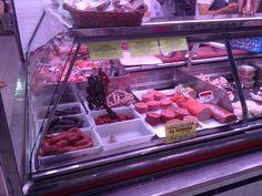 En el Mercado Central de Alicante hay muchos tipos de carne. Yo vi jamon, chuletas, salchichon y pollo. Todo el piso estaba dedicado a la carne y habia un olor interesante.
