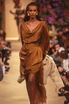 Fashion Shoot, 90s Fashion, Retro Fashion, Runway Fashion, Vintage Fashion, Supermodel Iman, Iman Model, Ysl, Black Hair 90s