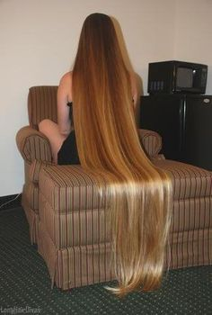 this is more than possible, i have seen it, the rastas dont cut their hair and their hair is way longer than this soooooooo stop cutting your hair girls <3
