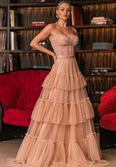A few years ago nude party dress was a hit in fashion party.Since 2017 as a resounding success of rose, the nude dress ended up. Nude Party Dresses, Prom Dresses, Formal Dresses, Nude Dress, Dress Up, Dress Outfits, Fashion Dresses, Gowns For Girls, Evening Dresses Plus Size