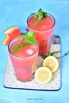 Lemoniada arbuzowa z miętą - słodka i orzeźwiająca - Everyday Delicious Watermelon Mint Lemonade, Watermelon And Lemon, Non Alcoholic Cocktails, Vegetable Smoothies, Sugar Scrub Recipe, Fresh Mint Leaves, Healthy Fruits, Slushies, Smoothie Recipes