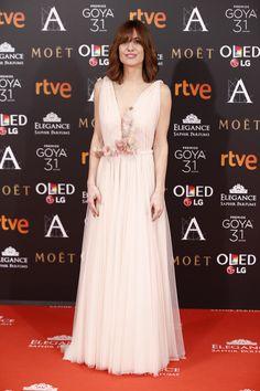 Alexandra Jiménez : Con vestido de Santos Costura, zapatos de Jimmy Choo y zapatos de Suárez.