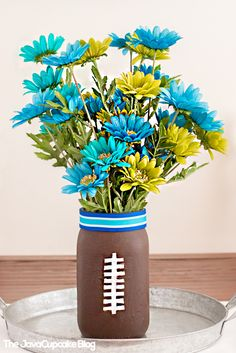 Football Party Tablescape & Decor Ideas with M&M'S® @mmschocolate #ad | The JavaCupcake Blog http://javacupcake.com