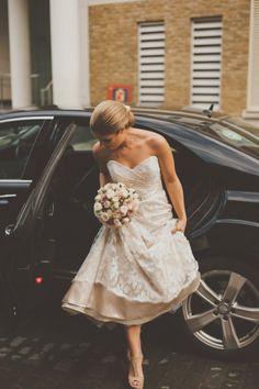 Paloma Blanca wedding dress, The Swan Shakespeares Globe Theatre, Photography by Nabeels Camera #PalomaBlanca #RealBrides #WeddingDress #PalomaBlancaBrides
