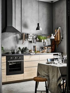 Easy Simple & Cheap Kitchen Around The House Glad coordinated easy as well as fast kitchen decorating around the house Don't Delay! Cheap Kitchen, New Kitchen, Kitchen Dining, Kitchen Decor, Loft Kitchen, Hektar Ikea, Minimal Kitchen, Compact Living, Kitchen Interior