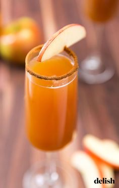 cider mimosas are fall s version of OJ and champagne.Apple cider mimosas are fall s version of OJ and champagne. Apple Cider Cocktail, Cider Cocktails, Fall Cocktails, Fall Drinks, Holiday Drinks, Apple Cider Bar, Christmas Cocktails, Mixed Drinks, Nutella Brownies