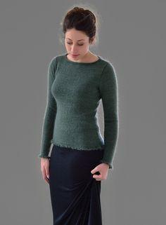 Вязание женщинам облегающего пуловера спицами и замечательной тонкой пряжи Mohair Haze (шерсть и мохер). Для вязания пуловера Temperate потребуется небольшой опыт вязания спицами.