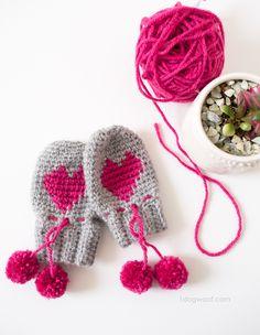 Adorable baby heart mittens with pom pom ties. | 1dogwoof.com, free crochet pattern, #haken, gratis patroon (Engels), baby, wanten, kraamcadeau, #haakpatroon