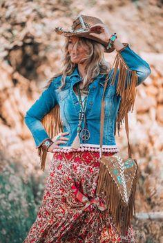 A boho summer look from the beautiful hippie island of Ibiza - Fashion Boho Summer Outfits, Boho Outfits, Rave Outfits, Boho Hippie, Hippie Style, Bohemian Style, Ibiza Style, Bohemian Lifestyle, Gypsy Style