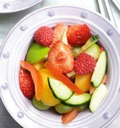Fruitsla met komkommer en tomaat - Recepten - Culinair - KnackWeekend.be