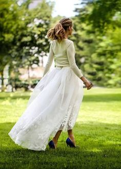 Shop this look for $104:  http://lookastic.com/women/looks/navy-satin-pumps-and-green-yellow-crew-neck-sweater-and-white-tulle-maxi-skirt/3088  — Navy Satin Pumps  — Green-Yellow Crew-neck Sweater  — White Tulle Maxi Skirt