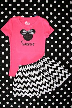 Ships in 2 Business Days Personalized Girls Minnie Mouse Ears glitter Shirt with Chevron Bow SIZES - 14 via Etsy Mickey Mouse Shirts, Disney Shirts, Disney Outfits, Disney Clothes, Girl Outfits, Vinyl Designs, Shirt Designs, Homemade Shirts, Chevron Bow