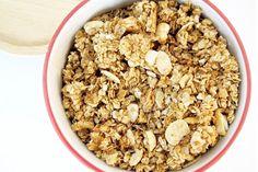 Ma recette préférée de granola healthy maison, très rapide à faire pour bien démarrer la journée avec un bon petit déjeuner vegan.
