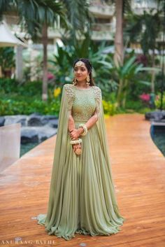 Elegant Mumbai Wedding With Beautiful Outfits. Elegant Mumbai Wedding With Beautiful Outfits. Indian Wedding Gowns, Desi Wedding Dresses, Indian Gowns Dresses, Bridal Dresses, Indian Bridal Lehenga, Dress Wedding, Indian Engagement Outfit, Engagement Dress For Bride, Engagement Gowns