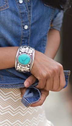 Turquoise Cuff Bracelet ღ - would love to own this! Turquoise Cuff Bracelet ღ - would love to own this! Western Jewelry, Indian Jewelry, Boho Jewelry, Jewelry Box, Silver Jewelry, Fashion Jewelry, Silver Cuff, Sterling Silver, Beaded Jewelry