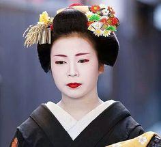 January kanzashi (worn by Ichitomi)