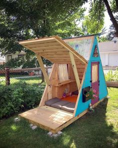 Pallet Furniture Projects Pallet playhouse - Latest interior design ideas include wooden pallets as the necessary element of their projects. New, upcoming and latest ideas are rapidly take fame in the field of pallets wood. Cubby Houses, Play Houses, Outdoor Projects, Home Projects, Pallet Projects, Woodworking Projects, Diy Pallet, Outdoor Crafts, Pallet Fort