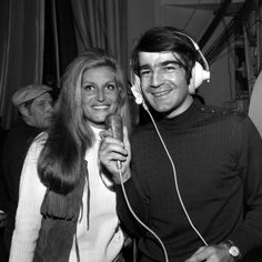 """Dalida interviewée par Jean-Louis Foulquier pour le """"Pop Club"""" à l'occasion du Midem 1969"""