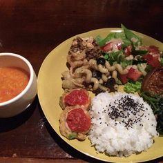 沖縄市のOTOBOLAのディナーを担当するVEGAN JUNK EXPERIENCE  #vegan #vegetarian #vegansofjapan #veganokinawa #okinawa #ヴィーガン #ベジタリアン #ビーガン #動物性不使用 #完全菜食 #菜食 #沖縄 (OTOBOLA-Altanative Lounge-)