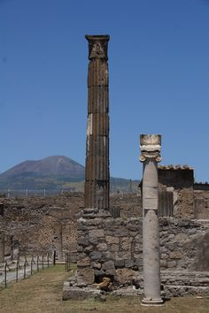 Pompeii & Mount Vesuvius (photo by Peggy Mooney)