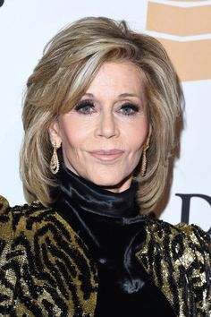 Actress Jane Fonda attends the 2016 Pre-GRAMMY Gala and Salute to Industry Icons honoring Irving Azoff at The Beverly Hilton Hotel on February 2016 in Beverly Hills, California. Jane Fonda Hairstyles, Mom Hairstyles, Hairstyles Over 50, Older Women Hairstyles, Celebrity Hairstyles, Haircuts For Over 60, Long Hair Older Women, Haircut For Older Women, Medium Hair Styles