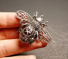Bee charm 1 pcs - 51mm by 39mm - hypoallergenic- 3D - antiqued bee charm