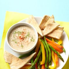 Is hummus good for weight loss? We asked dietitians to explain the nutrition facts of hummus and scored their tips to make this bean dip even healthier and more filling. 30 Day Diet, 7 Day Diet Plan, Weight Loss Diet Plan, Lose Weight, Week Diet, Healthy Diet Tips, Healthy Weight, Healthy Snacks, Healthy Recipes
