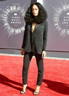 Solange Knowles in H&Ms Studio Collection at the VMA Awards 2014 www.graziad Solange Knowles in H Solange Knowles, Elle Fashion, Fashion News, Fashion Music, Fashion Images, Celebrity Red Carpet, Celebrity Style, Mtv Video Music Award, Music Awards