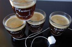 Des tasses à café à l'humour corsé