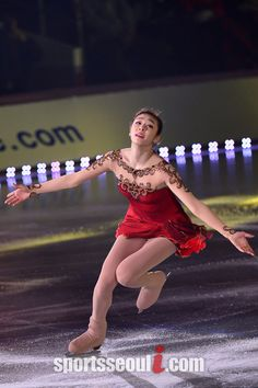 フィギュア女王'のキム・ヨナがアイスショー「サムスン・ギャラクシースマートエアコン All That Skate 2014」の初公演日である3日午後、ソウル・オリンピック公園体操競技場で熱演を広げている。|オリンピック公園=ナム・ユンホ記者