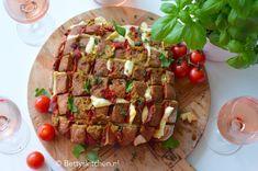 borrelbrood met chorizo en kaas © bettyskitchen Chorizo, Bruschetta, Tapenade, Food Inspiration, Love Food, Picnic, Brunch, Ethnic Recipes, Buffet