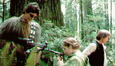Rare photos of famous Star Wars Characters that were made during the shooting of the movies and breaks. Awesome collection of pictures. Rare photos of famous Star Wars Characters that were Carrie Fisher, Luke Skywalker, Leia Star Wars, Star Trek, Star Wars Characters, Star Wars Episodes, Chewbacca, Peter Mayhew, Photos Rares