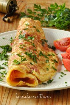 Omleta cu sun Omelet, Frittata, Garlic Shrimp, Egg Recipes, Quick Easy Meals, Breakfast Recipes, Food Porn, Food And Drink, Turkey