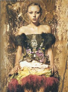 """Icons"" series. Photographer: Andrea Herzog; Digital Artist: Odo Mischitz; Model: Louise van de Vorst; Wardrobe: Christian Lacroix; Hair: Olivier de Vriendt; Makeup: Vanessa Depierre; Publication: Diva 01/08. (© 2008)"