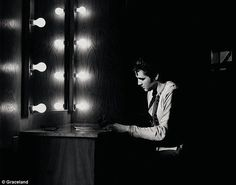 Elvis Presley in rare and exclusive photos from the Graceland archives Rare Pictures, Rare Photos, Funny Photos, Rock And Roll, Are You Lonesome Tonight, Young Elvis, Elvis Presley Photos, Thats The Way, Actor