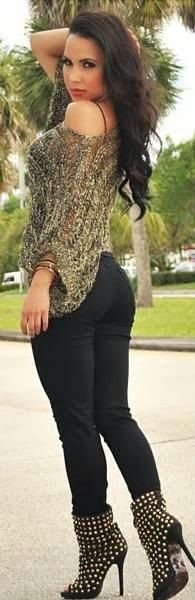 Interesting Yet Pretty High-heeled Booties & Skinny Jeans Casual Wear