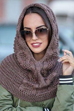 Crochet scarf cowl hood yarns new ideas Sweater Hat, Scarf Hat, Crochet Scarves, Knit Crochet, Crochet Hats, Hooded Scarf, Knit Cowl, Mode Hijab, Crochet Slippers