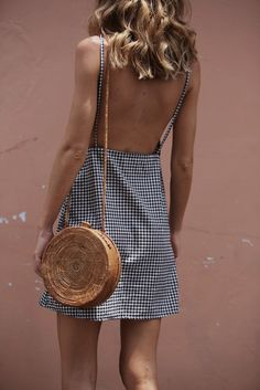 Beautiful low back gingham dress. Perfect for Summer & Spring Fashion trends. Preppy and classy but still sexy! It Bag, Hippie Stil, Estilo Hippie, Look Fashion, Street Fashion, Womens Fashion, Fashion Trends, Fashion 2018, Fashion Ideas