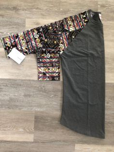 SHOP HERE FOR LULAROE! We have LulaRoe outfits, leggings, and all the new styles! PLUS Spring fashion inspiration, plus-size options, ideas for capsule wardrobes, casual wear, and even work outfits! We even provide styling advice and pattern-mixing tips and tricks! Join our Facebook Group now, to get in on all these goodies! Just click this PIN! #lularoe #ootd #outfits #patternmixing #womensfashion #simplycomfortable #wiw #howiroe #outfitideas #springfashion #layering #ootn #lookoftheday